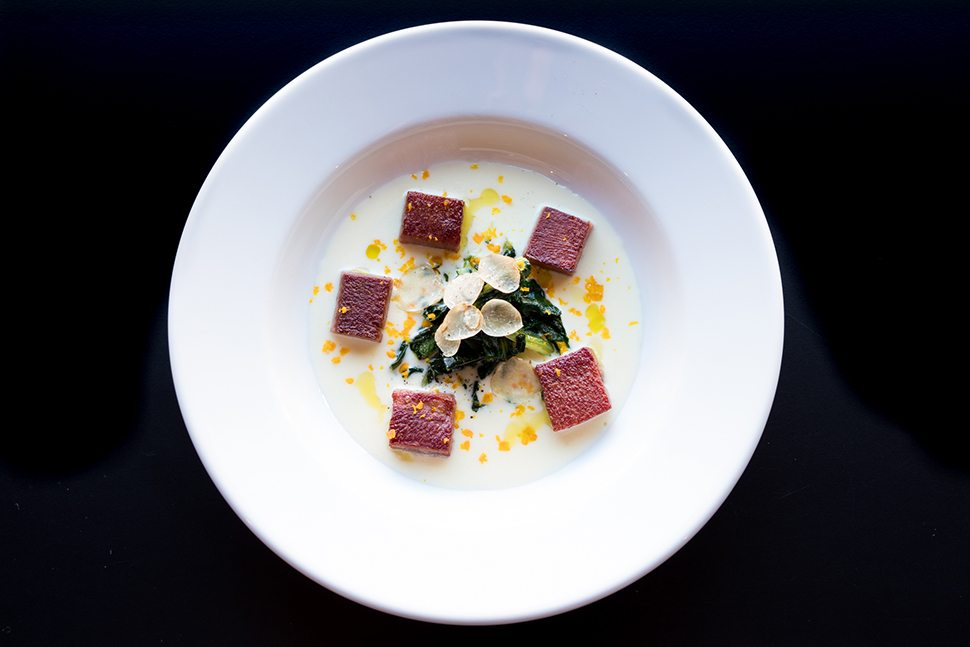 Fourghetti Fonduta valdostana con cicoria ripassata, sapore di tartufo e millepunti di vitello
