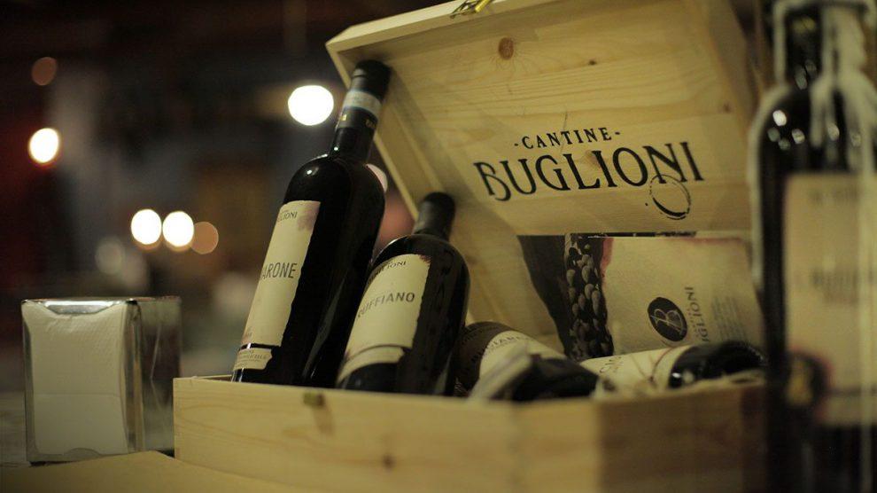 Bottiglie di Amarone Buglioni in una cassetta di legno