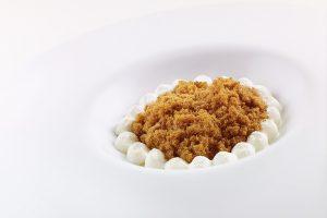 """Ristoranti 3 stelle Michelin: Liquirizia, aceto e cioccolato bianco"""" di Niko Romito (ph: Roberto Sammartini per Grandecucina)"""