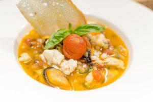 mangiar bene in sud sardegna: Zuppetta di fregola, con brodo di pesce di scoglio, arselle, cozze, gambero e scampo al Whiteluna Restaurant
